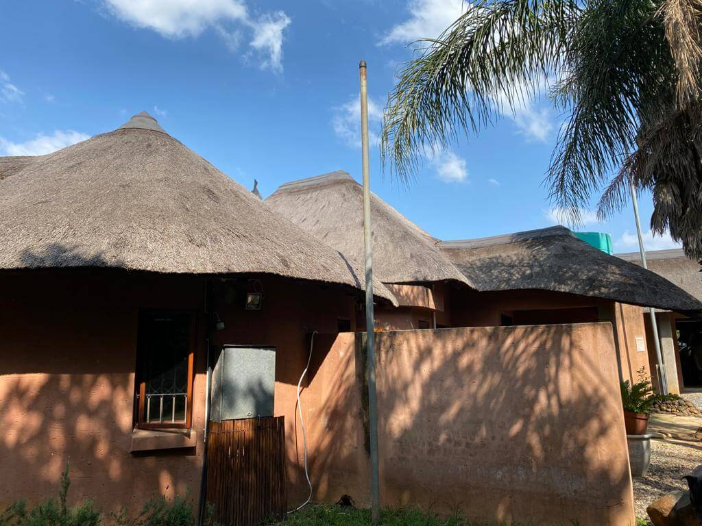 thatch-roof-pretoria-before-side